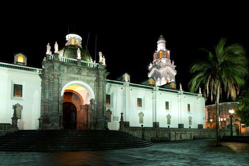 23499_quito_catedral_de_noche