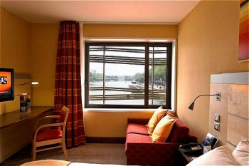 Express by holiday inn paris canal de la villette paris - Suitehotel paris porte de la chapelle ...
