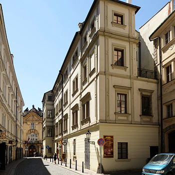 Hotel charles in prague compare prices for Domus apartments prague