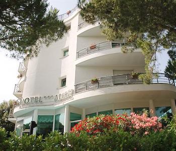 Hotel alisei in lignano sabbiadoro compare prices for Hotel meuble oasi