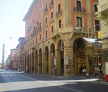Hotel centrale a bologna confronta i prezzi for Albergo orologio bologna