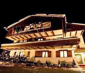 Hotel lajadira a cortina d 39 ampezzo confronta i prezzi for Meuble al larin