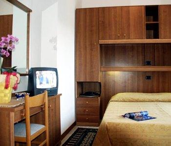 Hotel acapulco in lignano sabbiadoro compare prices for Hotel meuble oasi