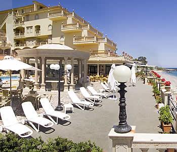 Hotel hellenia yachting a giardini naxos confronta i prezzi - Hotel la riva giardini naxos ...