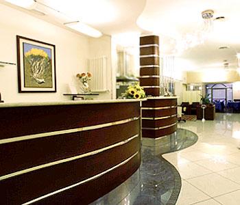 Hotel holiday a bologna confronta i prezzi for Albergo orologio bologna