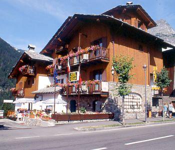 Hotel triolet a courmayeur confronta i prezzi for Meuble berthod courmayeur