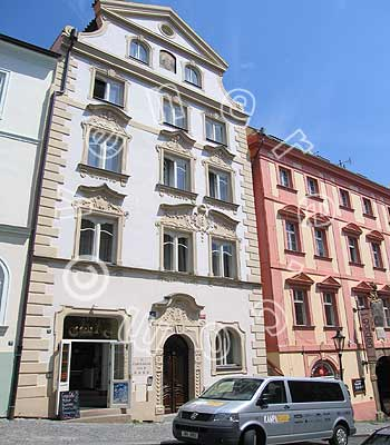 Hotel the red lion house in prague compare prices for Domus apartments prague