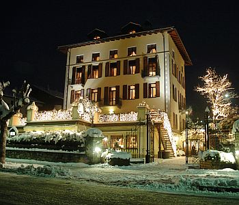 Romantik hotel villa novecento a courmayeur confronta i for Meuble berthod courmayeur