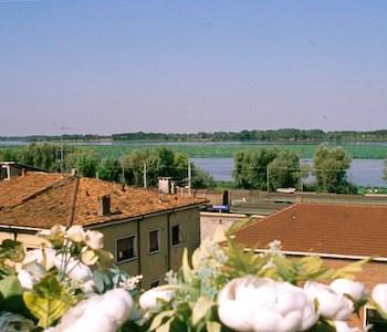 Abc comfort hotel mantova city centre mantoue for Hotel mantegna meuble