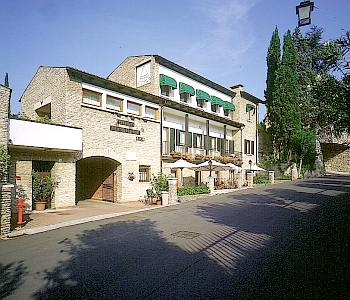 Hotel meridiana in sirmione compare prices for Hotel meuble adriana