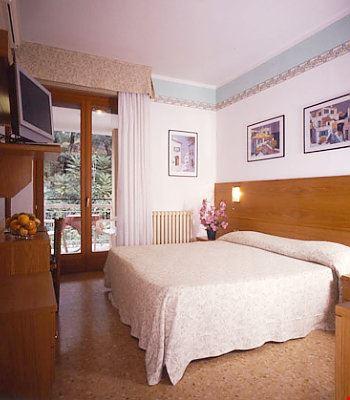Camera doppia con vista montagne
