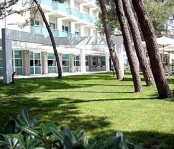 Hotel international in lignano sabbiadoro compare prices for Hotel meuble oasi