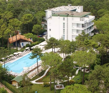 Hotel greif in lignano sabbiadoro compare prices for Hotel meuble oasi