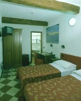 A casa dei a mantova confronta i prezzi for Hotel mantegna meuble