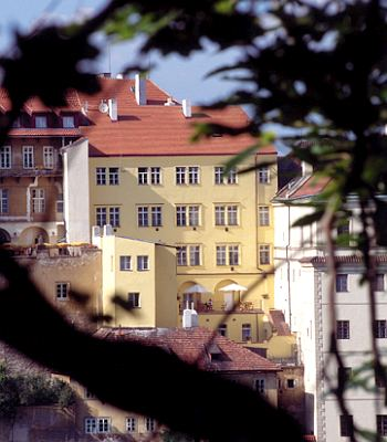 Hotel domus henrici a praga confronta i prezzi for Domus henrici hotel