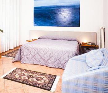 Hotel luna in sirmione compare prices for Hotel meuble adriana