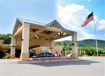 Hotel: Holiday Inn Lake George-Turf - FOTO 1