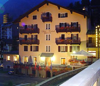 Hotel centrale a courmayeur confronta i prezzi for Meuble berthod courmayeur