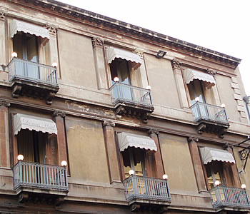 Domus hotel in catania compare prices for Domus building cleaning