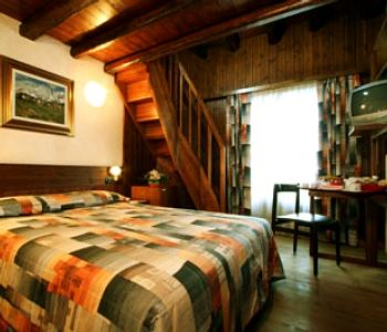 Hotel pilier d 39 angle in courmayeur compare prices for Meuble berthod courmayeur