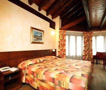 Hotel pilier d 39 angle a courmayeur confronta i prezzi for Meuble berthod courmayeur