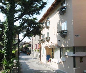 Hotel mavino in sirmione compare prices for Hotel meuble adriana