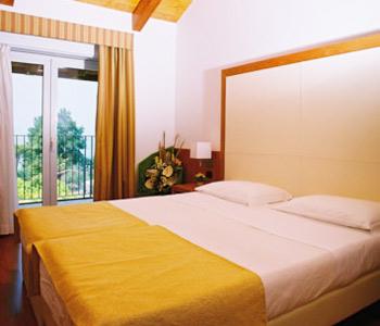 Hotel mavino in sirmione compare prices for Meuble adriana sirmione