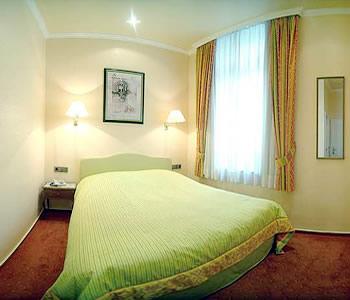 buchholz downtown hotel in cologne. Black Bedroom Furniture Sets. Home Design Ideas