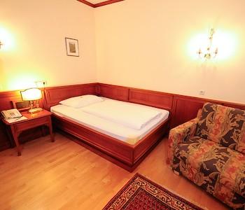 achat plaza zum hirschen salzburg in salzburg. Black Bedroom Furniture Sets. Home Design Ideas