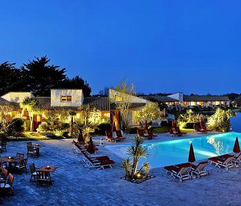 hotel l 39 estelle en camargue a saintes maries de la mer confronta i prezzi. Black Bedroom Furniture Sets. Home Design Ideas