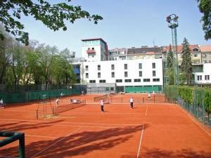 Hotel club a bratislava confronta i prezzi for Designhotel 21 cakov makara