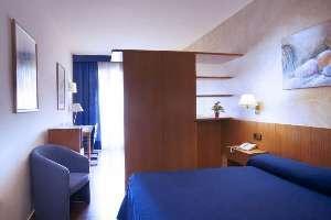 Aparthotel atenea calabria a barcellona confronta i prezzi for Aparthotel barcellona