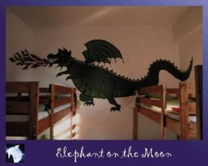 Hostel: Elephant On The Moon - FOTO 6