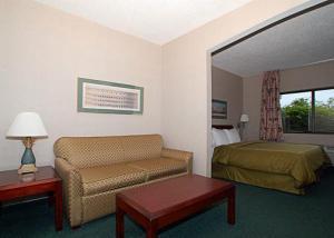 Hotel: Comfort Suites Airport - FOTO 3