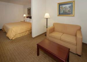 Hotel: Comfort Suites at North Point Mall - FOTO 4