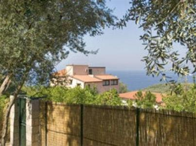 Appartamenti rosmery sorrento a massa lubrense confronta i prezzi - Dive residence massa lubrense ...