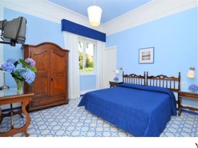 Hotel mignon meubl a sorrento confronta i prezzi for Hotel mignon meuble