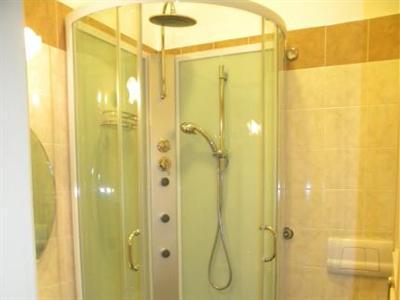Hotel apollo en mantova compara precios for Hotel mantegna meuble