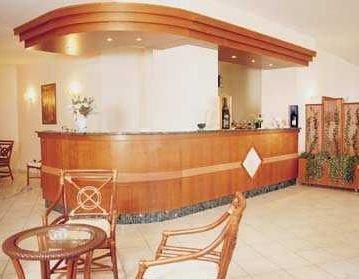Hotel residence nerano a massa lubrense confronta i prezzi for Piscina olimpia nettuno