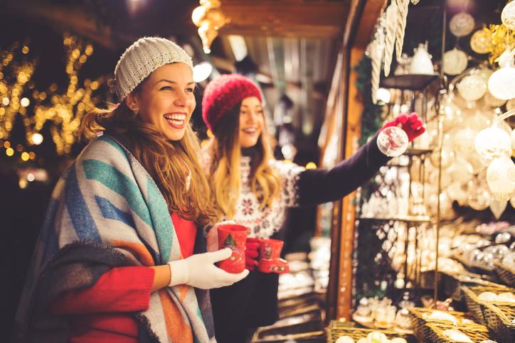 Donne ai mercatini di Natale
