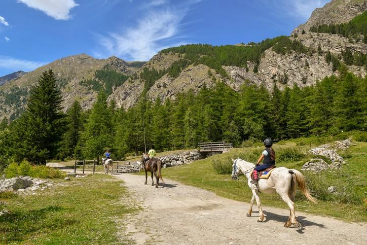 turismo lento in Valle d'Aosta a cavallo