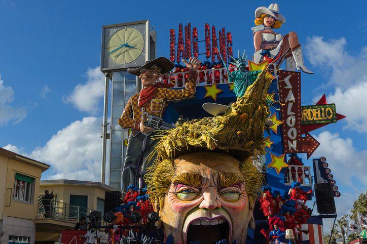 Carnevale_di_viareggio_in_piazza