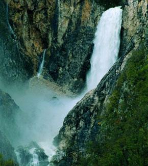 Foto La Cascata di Boka a Castelleone di Suasa - 290x326  - Autore: Redazione, foto 19 di 43