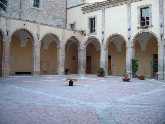 Foto chiostro del palazzo degli scolopi a palma di for Meteo palma di montechiaro