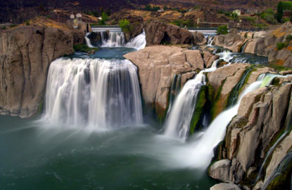 Photo Lo Shoshone cade sul fiume vicino alle cadute gemellate.  in Idaho Falls - Pictures and Images of Idaho Falls