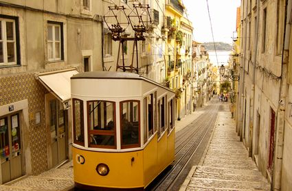 Photo Tram in Lisbon - Pictures and Images of Lisbon