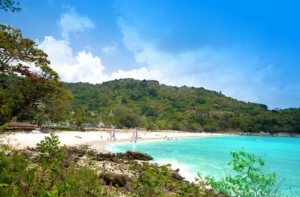 Photo View of Karon beach in Phuket - Pictures and Images of Phuket - 425x280  - Author: Editorial Staff, photo 1 of 110