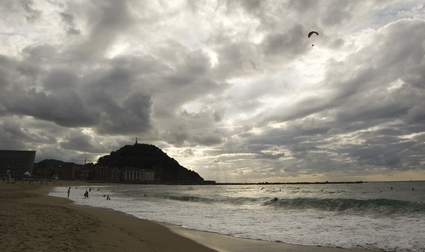 Photo Zurriola beach in San Sebastián - Pictures and Images of San Sebastián - 425x252  - Author: Editorial Staff, photo 2 of 3