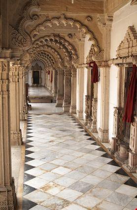 13195 ahmedabad jain temple