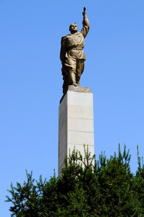 Photo Statue at Troika Square in Burgas - Pictures and Images of Burgas - 282x425  - Author: Editorial Staff, photo 1 of 2